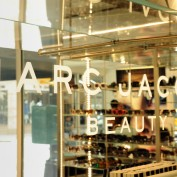 marc-jacobs-beauty-store01