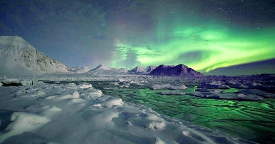 3-slide-greenland-explorer-northern-lights-pano